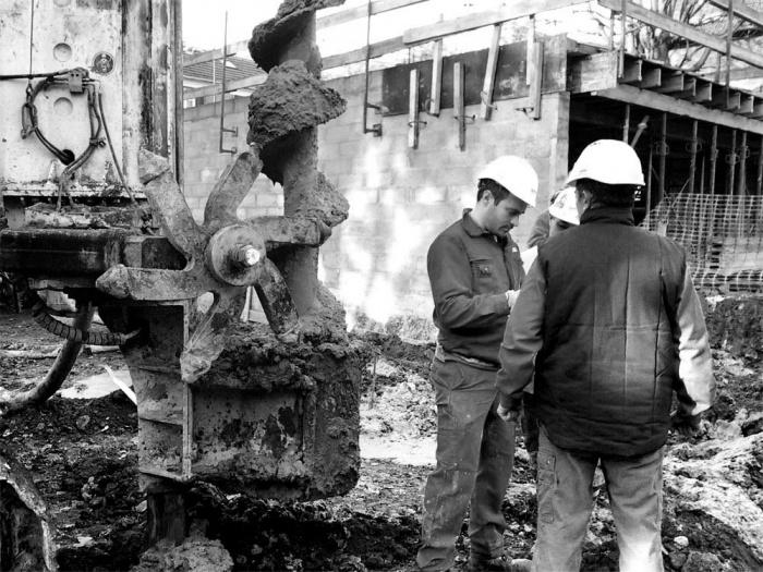 Maison sur le Pont (94) : Chantier : fondations profondes à la tarière creuse