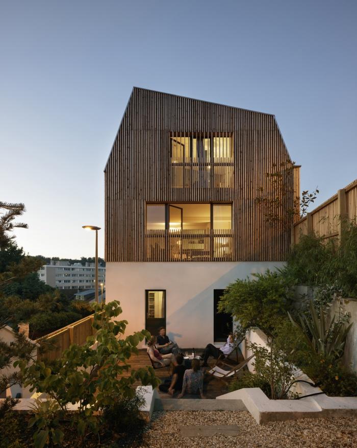Extension en bois et restructuration d'une maison