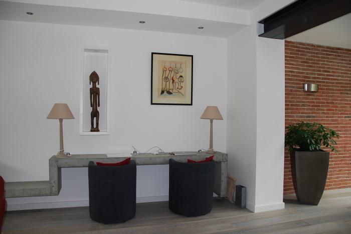 Extension et restructuration d'une meulière : Bureau béton